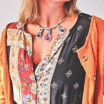 Detalle de collar de bisutería de Ana Simó