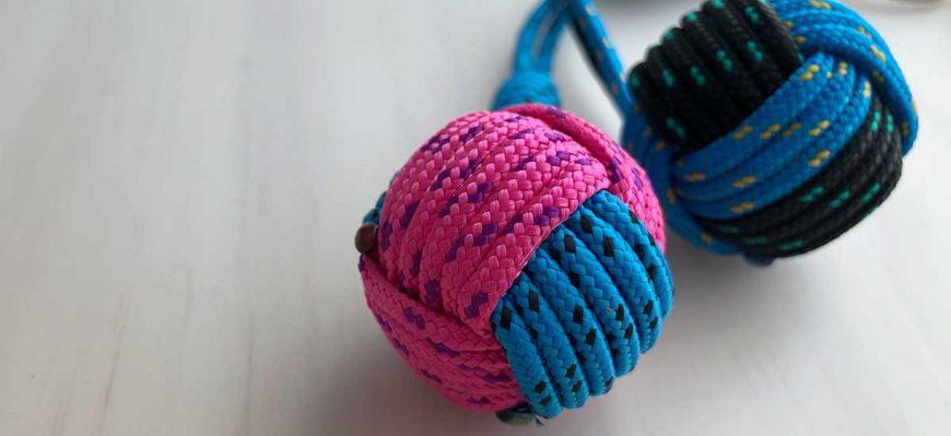 llaveros de bola de 2 colores