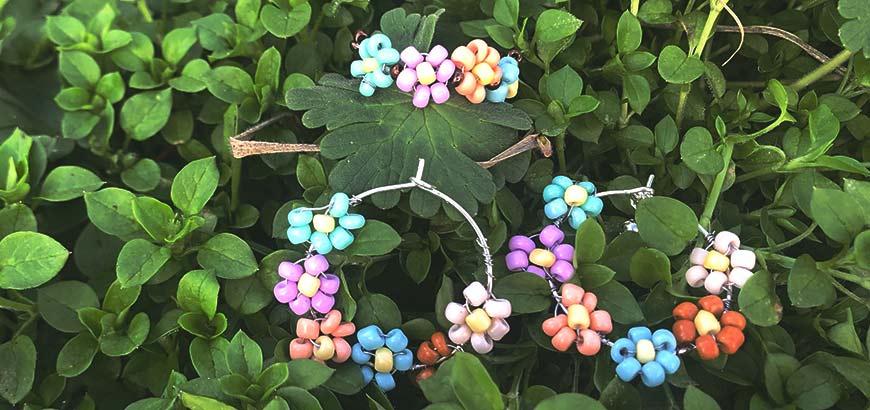 pendientes de flores con abalorios